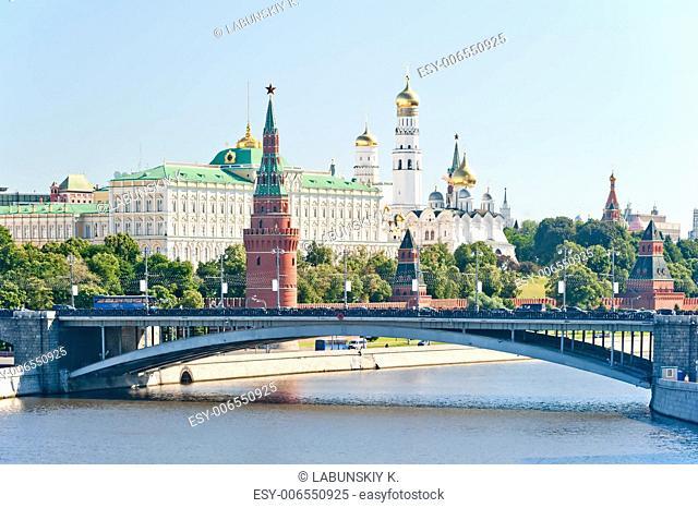 The Kremlin, Moscow, Bolshoy Stone Bridge, Vodovzvodnaya (Sviblova) Tower, the Kremlin Palace and Cathedrals