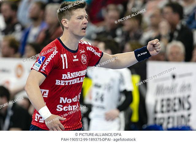 12 May 2019, Schleswig-Holstein, Kiel: Handball: Bundesliga, THW Kiel - SG Flensburg-Handewitt, 30th matchday. The Flensburg player Lasse Svan cheers