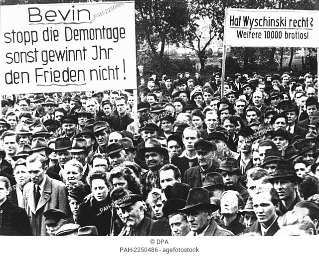 View on the demonstrators during the rally on 31 May 1949 in Gelsenkirchen. About 6,000 workers from the Ruhr area were protesting against the dismantling of...