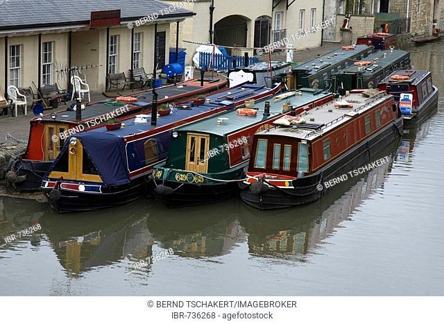 Narrowboats, houseboats docked in Bath, Somerset, England, UK, Europe