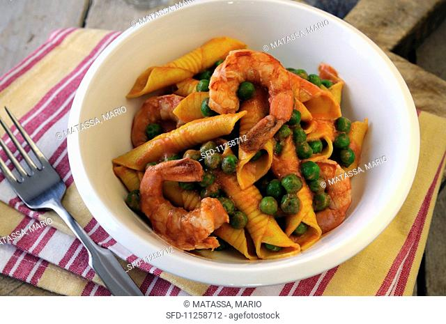 Garganelli with prawns, peas and a creamy tomato sauce