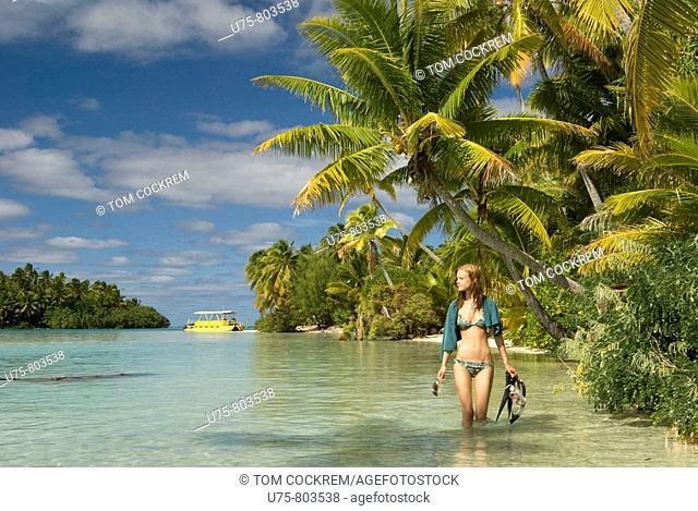 one foot island scene, aitutaki lagoon, cook islands