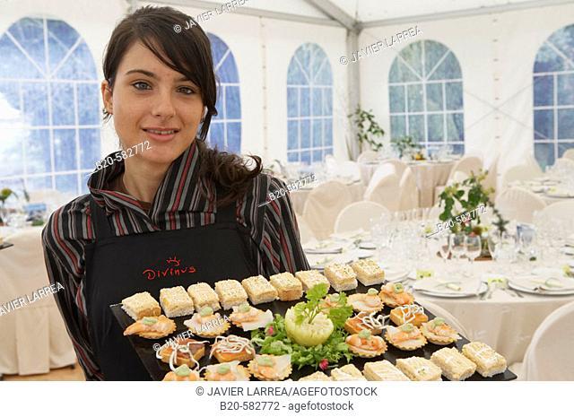Serving canapés. Tent for a wedding celebration. Divinus Catering, San Sebastian, Donostia, Gipuzkoa, Euskadi. Spain