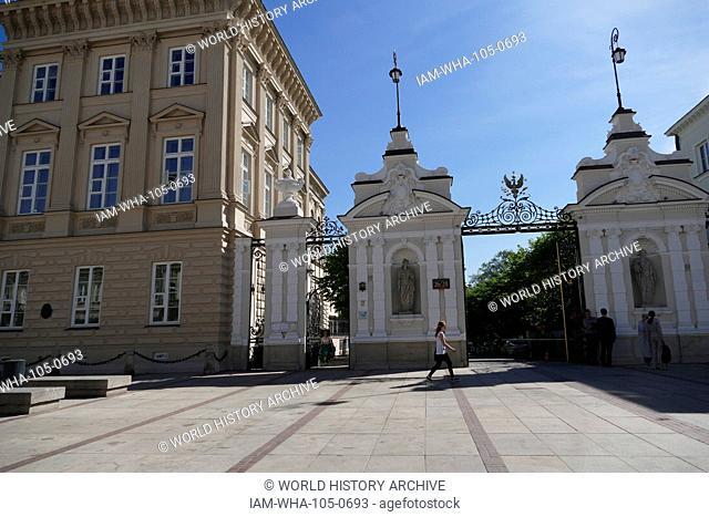 Main gate on Krakowskie Przedmie?cie to the University of Warsaw (Uniwersytet Warszawski), established in 1816, is the largest[6] university in Poland