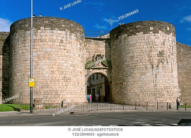 Roman walls - San Pedro gate (18th century), Lugo, Region of Galicia, Spain, Europe
