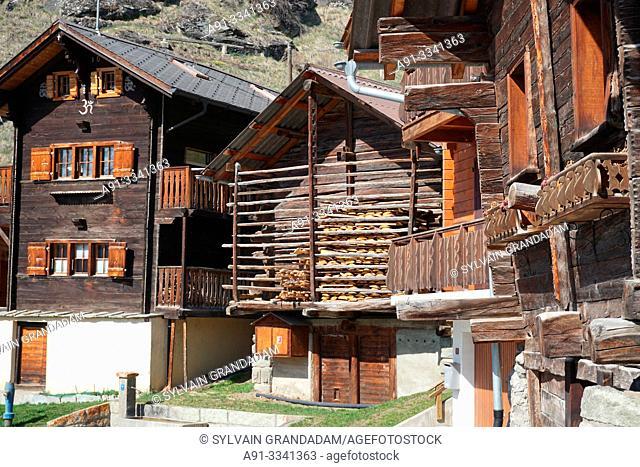 Switzerland, Valais (Wallis), Val d'Herens, Village of Eison near Evolene/ Suisse, Valais (Wallis), Val d'Herens, village d'Eison traditionnel pres d'Evolene