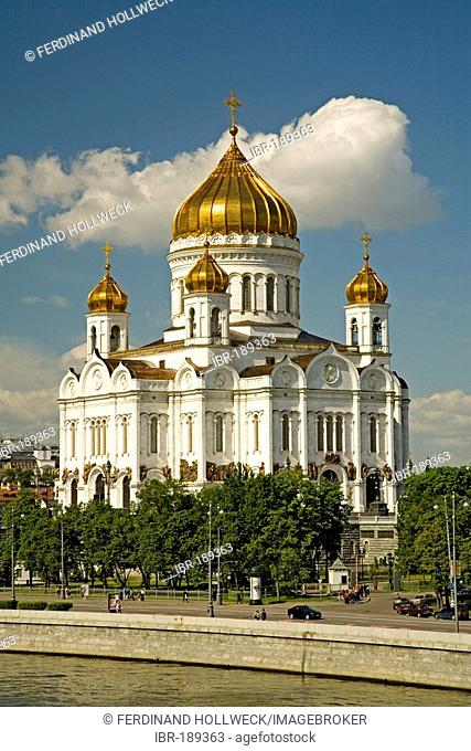 The river Moscva with Christ the Savior Cathedral Moscow, Russia, East Europe, Europe
