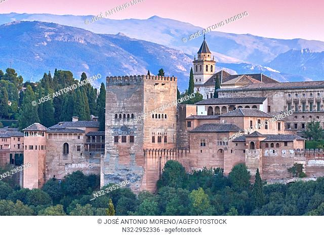 Alhambra, UNESCO World Heritage Site, Albaicin, Sierra Nevada and la Alhambra at Sunset, Granada, Andalusia, Spain