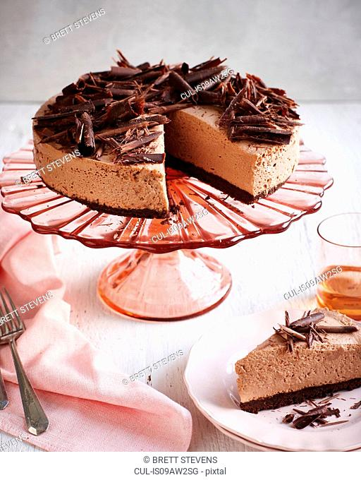 Chocolate mint cheesecake on pink cakestand