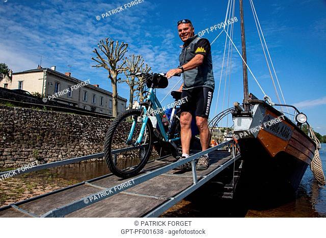 BICYCLE TOURISTS' GETTING OFF THE BOAT 'LA BELLE ADELE', RECONSTITUTION OF A SAND DREDGER, EXCURSION ALONG THE LOIRE RIVER, MONTSOREAU, MAINE-ET-LOIRE 49