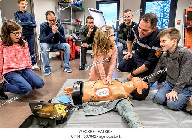 CARDIAC MASSAGE, INTRODUCTION TO FIRST AID FOR CIVILIANS (ADULTS AND CHILDREN) WITH SERGEANT MAXIME PERNET FROM THE EMERGENCY SERVICES