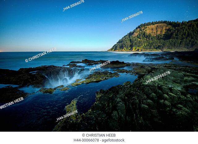 North America, American, Pacific Northwest, Oregon, Oregon Coast, Yachats, Siuslaw National Forest, Cape Perpetua, Thor's Well , Spouting Horn