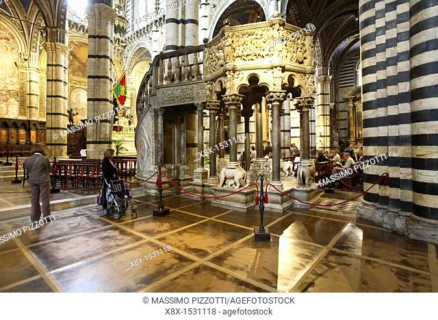 The octagonal carousel pulpit by Pisano, Duomo dell Assunta, Siena, Italy