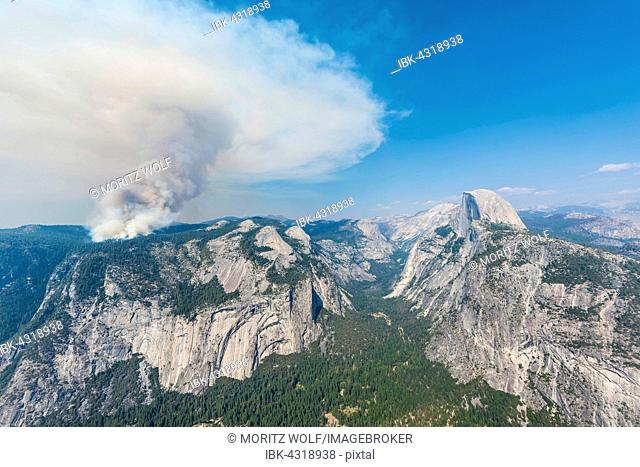 View from Glacier Point to the Yosemite Valley, forest fire with smoke, left Half Dome, Yosemite National Park, California, USA
