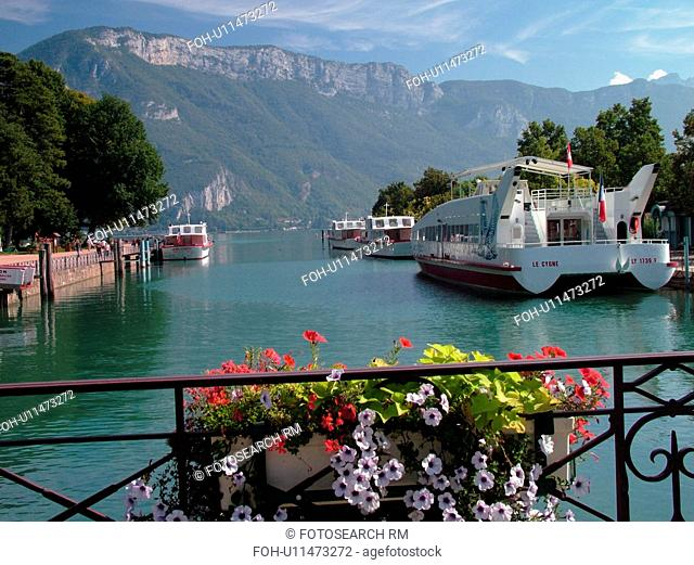 France, Annecy, Haute-Savoie, Rhone-Alpes, Europe, Lake Annecy, Lac d' Annecy, excursion boats, Lakeside park, mountains, flower boxes