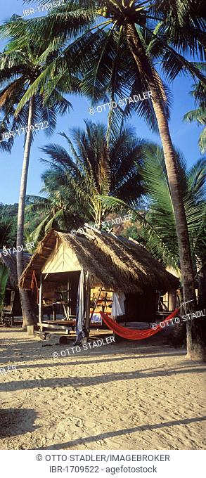 Bamboo hut with coconut palm trees on White Sand Beach, Hat Sai Kao, Koh Chang Island, Trat, Thailand, Southeast Asia