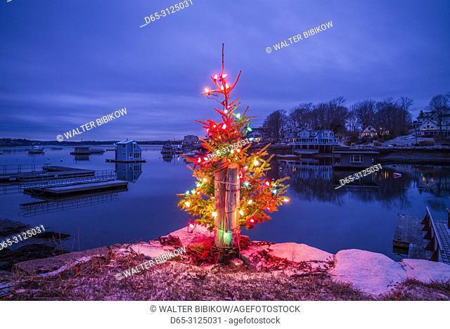 USA, New England, Cape Ann, Massachusetts, Annisquam, Lobster Cove, Christmas Tree, dusk