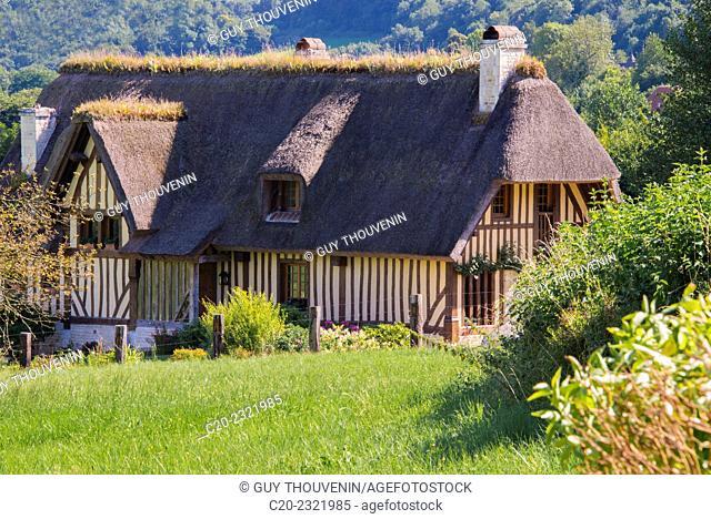 Typical thatched roof cottage, Pierrefitte en Auge, Normandy, France