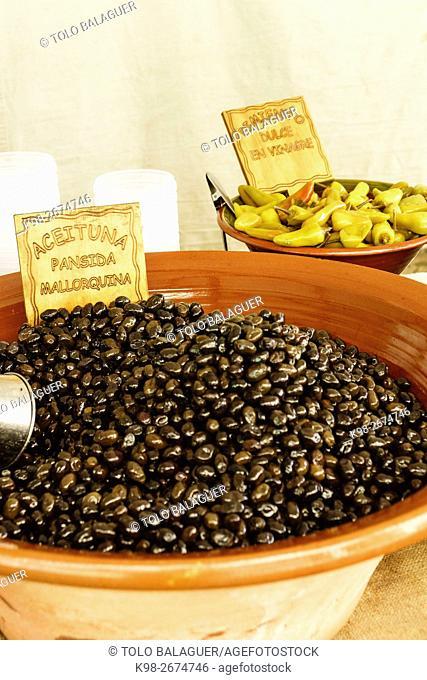 aceitunas negras,mercado al aire libre, Fira,Porreres, Mallorca,Islas Baleares, Spain