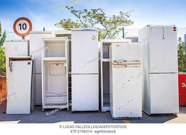 Refrigerators storage to recycle,recycling center