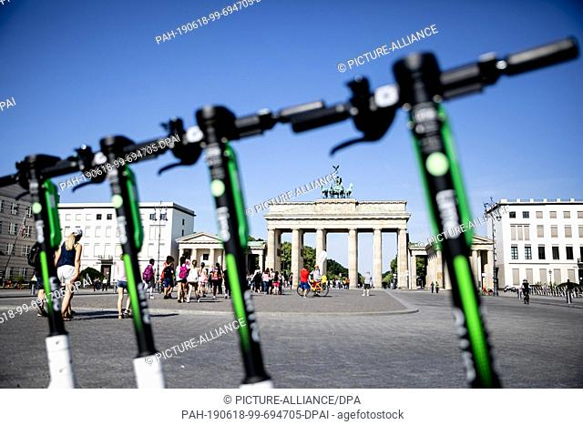 18 June 2019, Berlin: E- pedal scooters from the US American company LimeBike are available for rental at the Brandenburg Gate