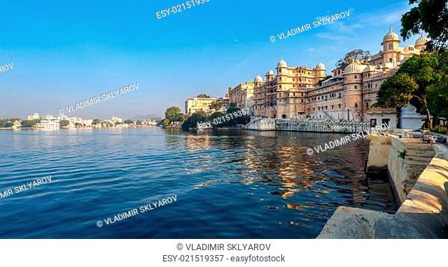 Lake Pichola and City Palace in Udaipur. India