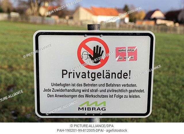29 January 2019, Saxony, Pödelwitz: A Mibrag sign on a plot of land warns against entering private property. For a possible extension of the opencast mine...