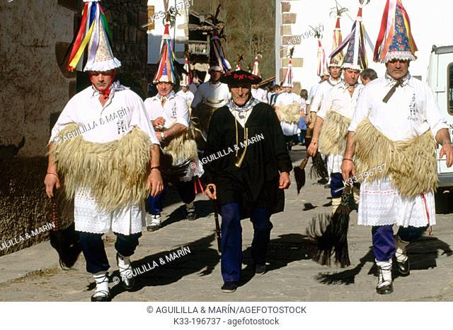 'El Zamparzat', carnival. Zubieta. Navarra. Spain