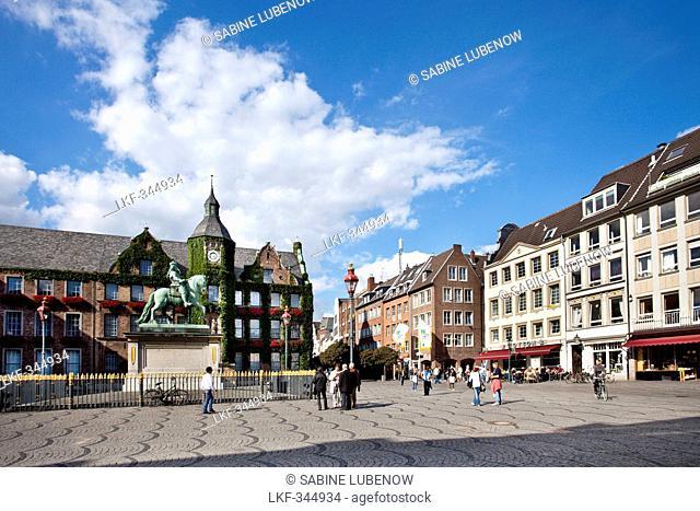 Town hall at the old town under clouds, Duesseldorf, Duesseldorf, North Rhine-Westphalia, Germany, Europe