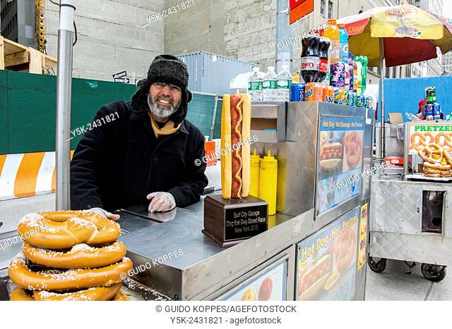 New York, USA. Egyptian immigrant to the united States selling Hot Dogs & Pretsels from his mobile stand, Down Town Manhattan