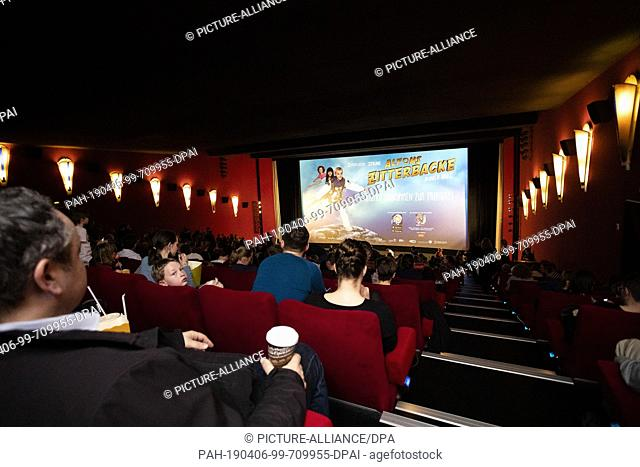 """06 April 2019, Saxony-Anhalt, Halle (Saale): Visitors are waiting for the premiere of the film """"""""Alfons Zitterbacke"""""""" at Cinemaxx"""