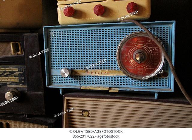 Concept. Old Philips radio
