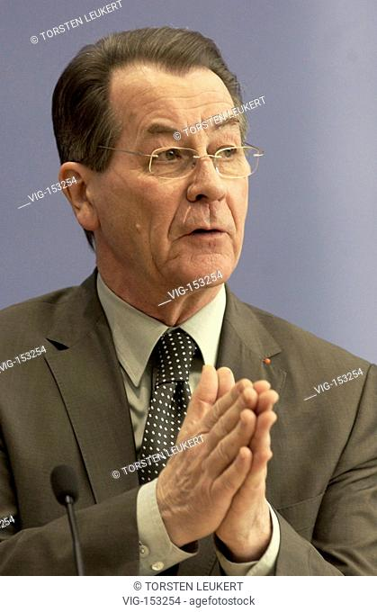 Franz MUENTEFERING ( SPD ), vice chancellor and federal minister for labour and social affairs, in the federal press conference ( Bundespressekonferenz )