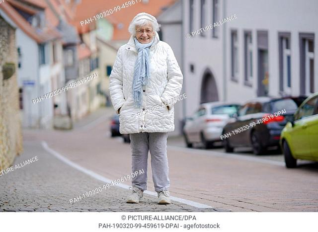 18 March 2019, Rhineland-Palatinate, Kirchheimbolanden: Lisel Heise stands on a street in the old town. The 100-year-old is running for the electoral initiative...