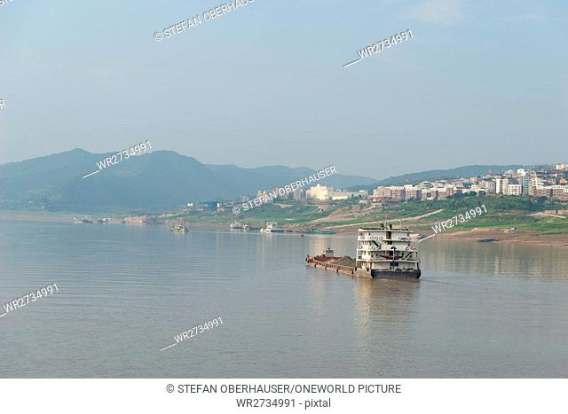 China, Chongqing, river cruise on the Yangtze River, cargo ship on the Yangtze River before Fengdu