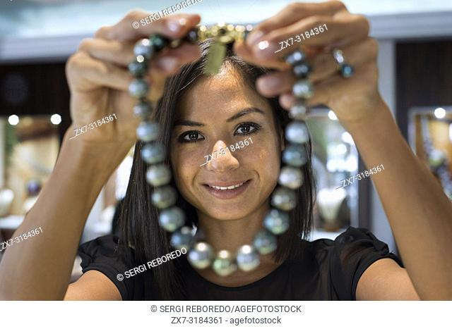 Woman seller in Tahia Exquisite Tahitian Pearls shop in Papeete, Tahiti, French Polynesia, Tahiti Nui, Society Islands, French Polynesia, South Pacific