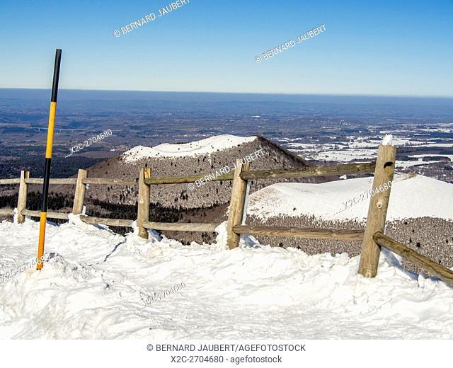 Puy de Côme in winter. Parc Naturel Regional des Volcans d'Auvergne. Puy de Dome departement. Auvergne. France