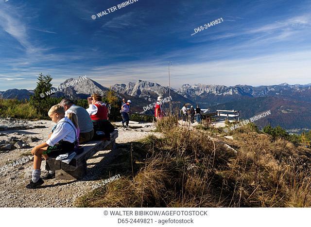Germany, Bavaria, Obersalzberg, Kehlsteinhaus, people atop Kehlstein mountain