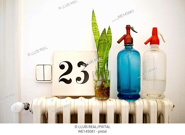 Bodegon, veinte y tres, radiador, twenty-three, radiator