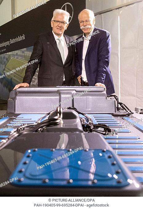 05 April 2019, Baden-Wuerttemberg, Eßlingen: Dieter Zetsche (r), CEO of Daimler AG, and Winfried Kretschmann (Bündnis 90/Die Grünen)