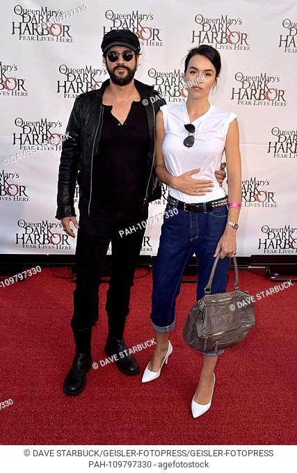 Stefan Kapicic and Ivana Horvat at the Queen Mary's Dark Harbor Media & VIP Night at Dark Harbor. Long Beach, 28.09.2018 | usage worldwide