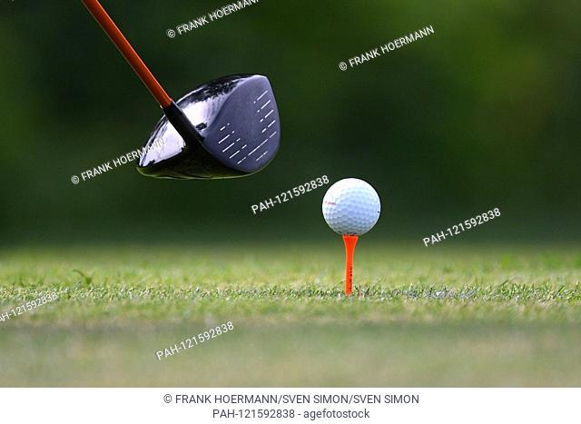 Edge motif feature, general, golf club, golf ball lies on tee before a tee. ProAm, GOLF BMW International Open 2019 on 19.06.2019 in Munich Eichenried