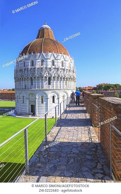 Medieval defensive walls trail, Pisa, Tuscany, Italy, Europe