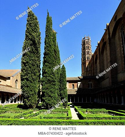 France, Haute Garonne, Toulouse, Jacobin convent, cloister and bell tower of the church