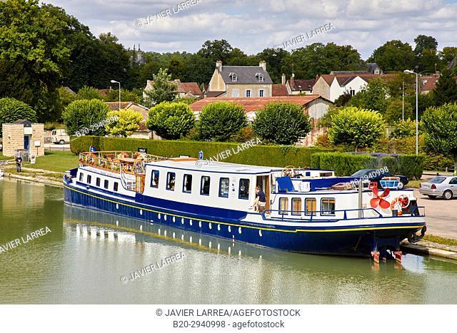 Canal de Bourgogne, Tanlay, Yonne, Bourgogne, Burgundy, France, Europe