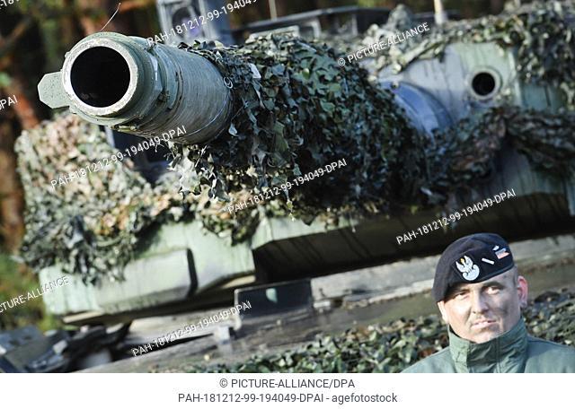 12 December 2018, Mecklenburg-Western Pomerania, Torgelow: A Polish Leopard 2 main battle tank is standing on the Jägerbrück military training area