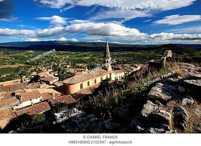 France, Vaucluse, Saint Saturnin les Apt, the parish church of Saint Etienne in the village in the Parc Naturel Regional du Luberon (Natural Regional Park of...