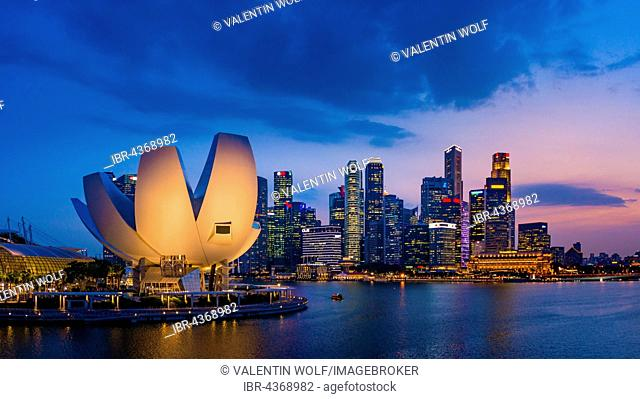 ArtScience Museum and skyline at dusk, city centre, financial district, Marina Bay, Downtown Core, Singapore