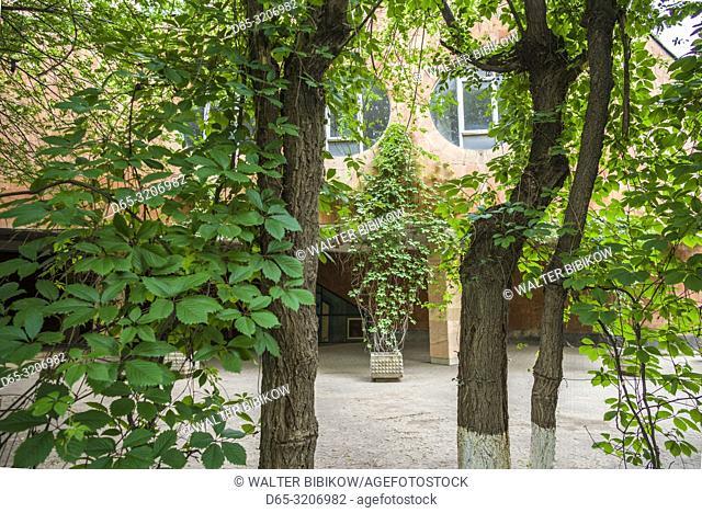 Armenia, Yeghegnadzor, Soviet-era Hotel Gladzor, outdoor cafe and bar, ER