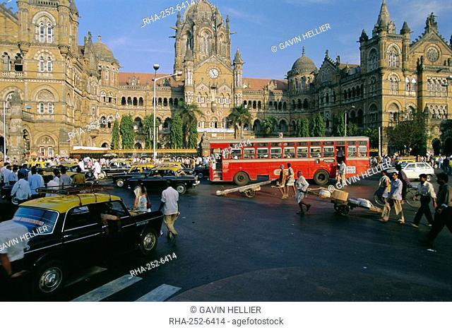 Traffic in front of the station, Victoria Railway Terminus, Mumbai Bombay, Maharashtra State, India